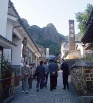 有田ならではの煙突の立ち並ぶ風景